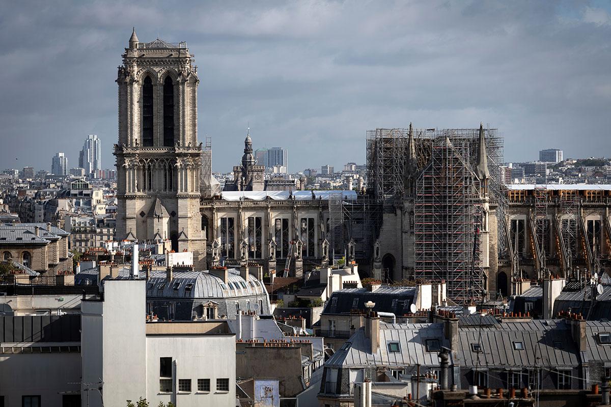 Notre-Dame de Paris: le délicat démontage de l'échafaudage commence