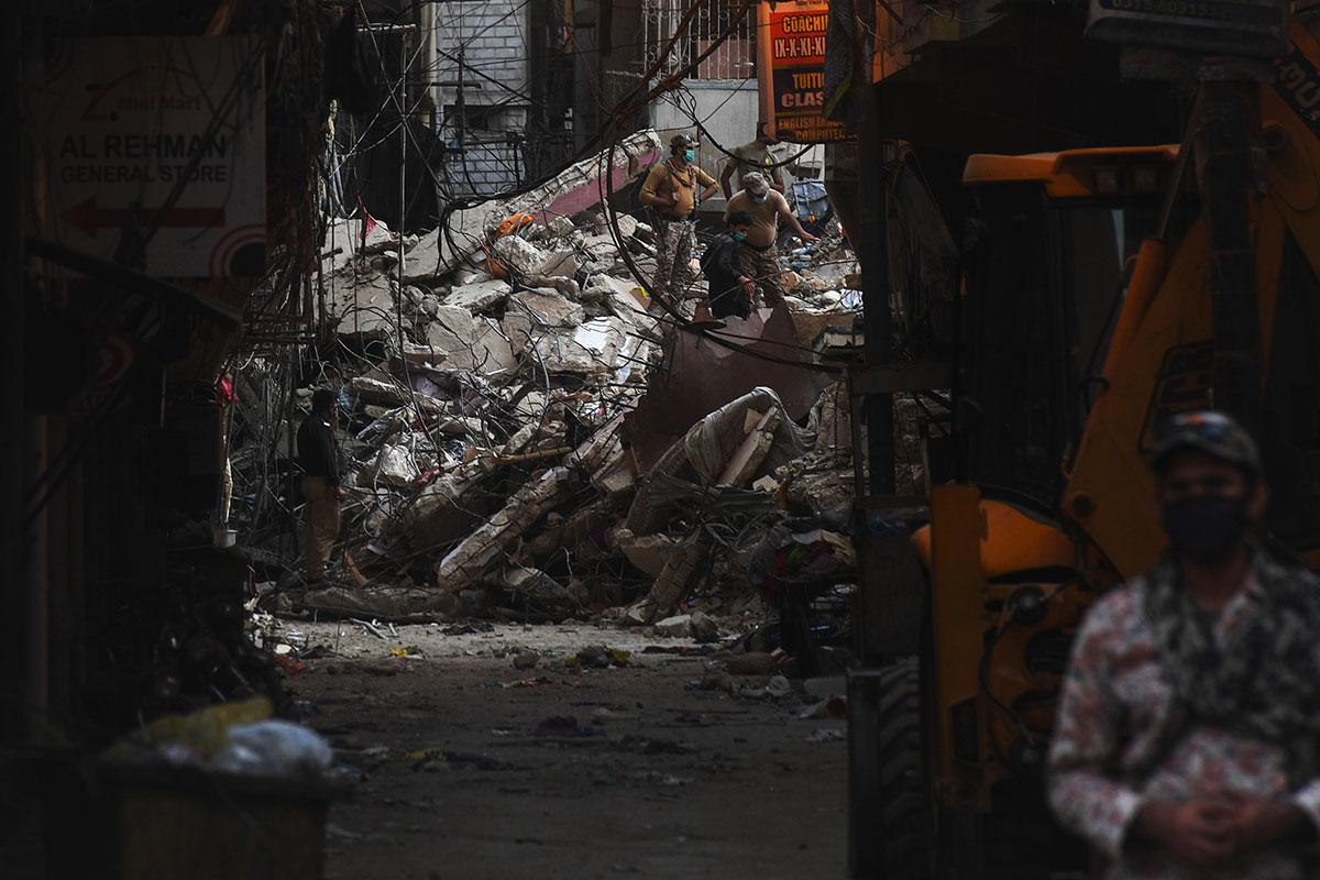 Pakistan : le bilan monte à 18 morts dans l'effondrement d'un nouvel immeuble à Karachi