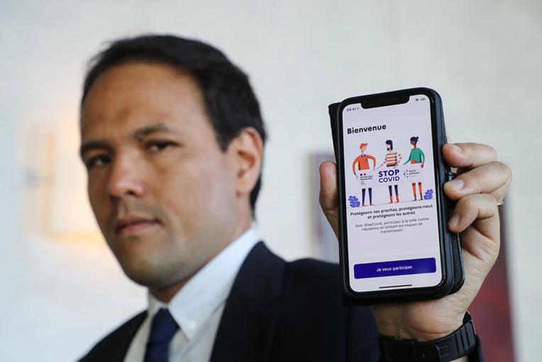 """StopCovid: 1,5 million de téléchargements et """"une poignée"""" de notifications, selon Cédric O"""