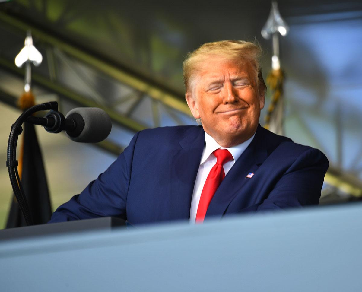 La santé de Trump en question le jour de ses 74 ans
