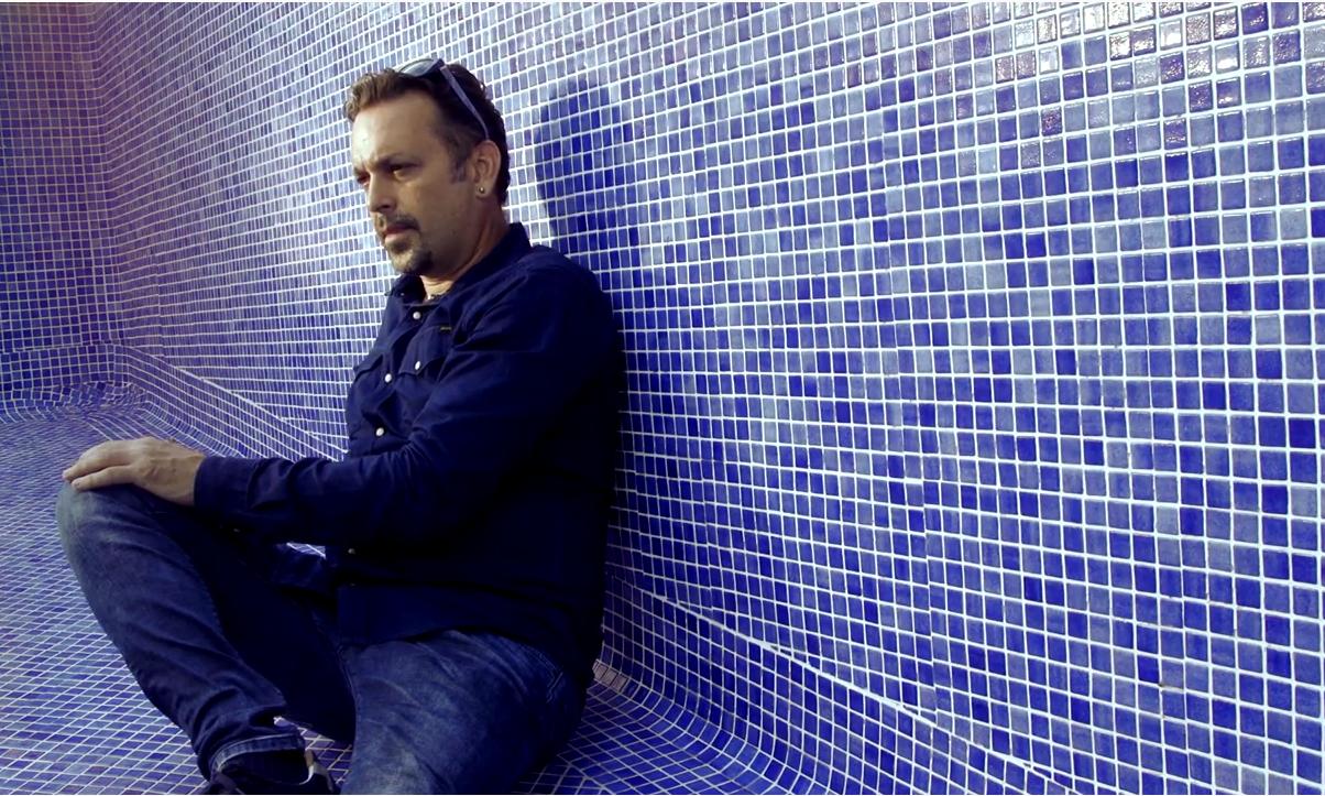 Léo Marais dévoile un clip engagé