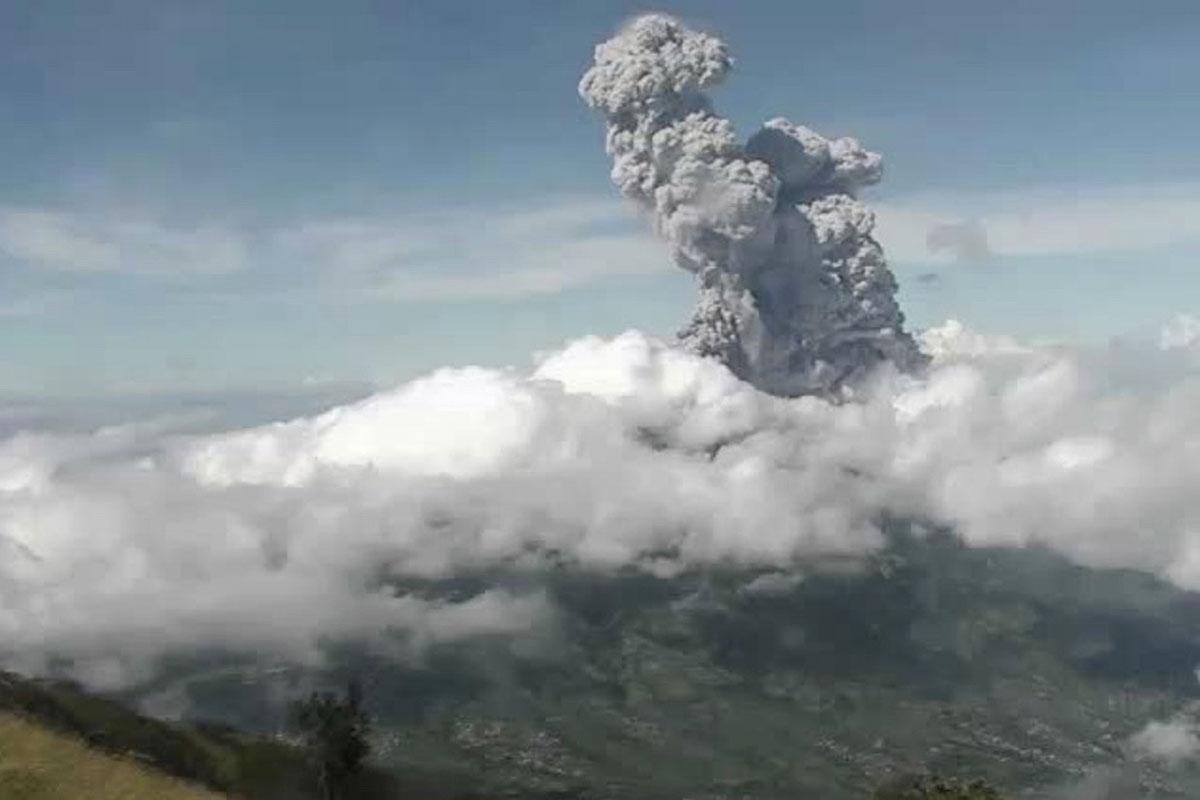 Indonésie: le Merapi projette des cendres à 6.000 mètres d'altitude
