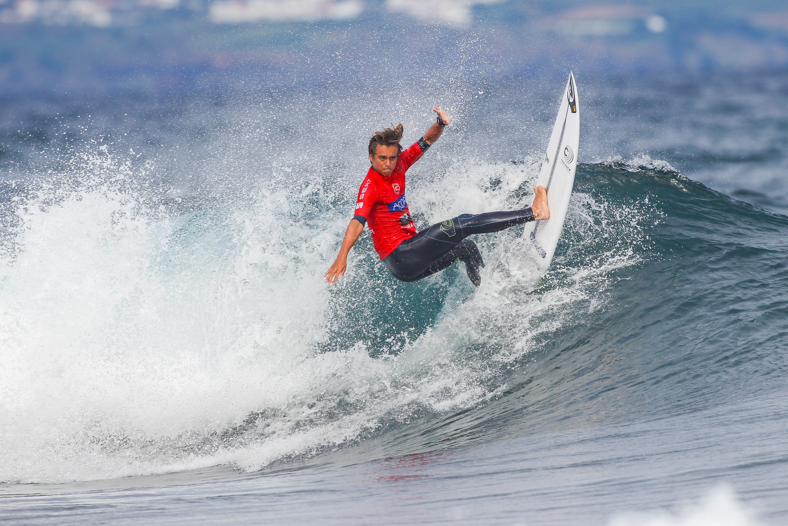 Kauli Vaast, double champion d'Europe junior, retrouvera face à lui une grosse concurrence. (Photo:  WSL / Masurel)