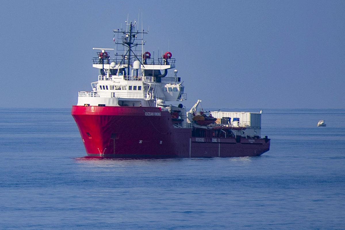 Une cinquantaine de migrants secourus par l'Ocean Viking