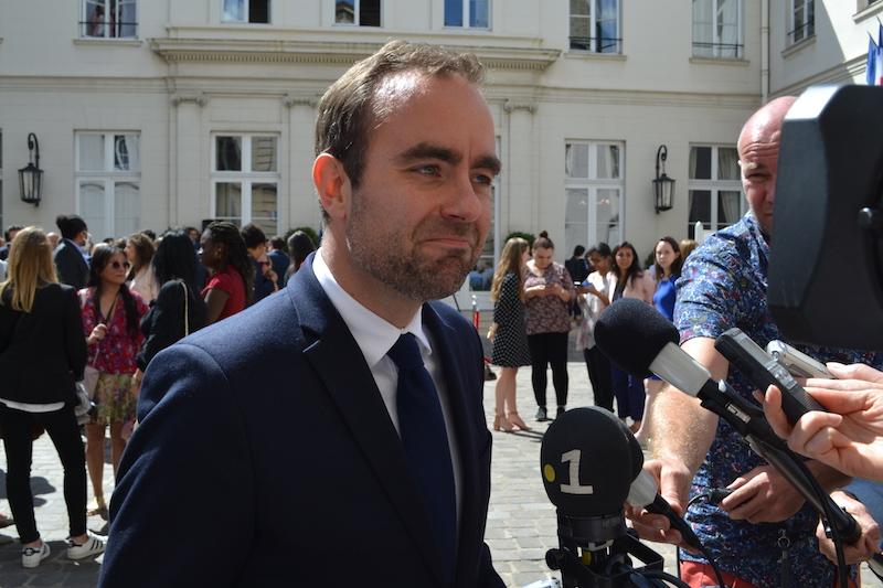 """Lecornu se veut """"élu local"""" à la fibre écolo"""