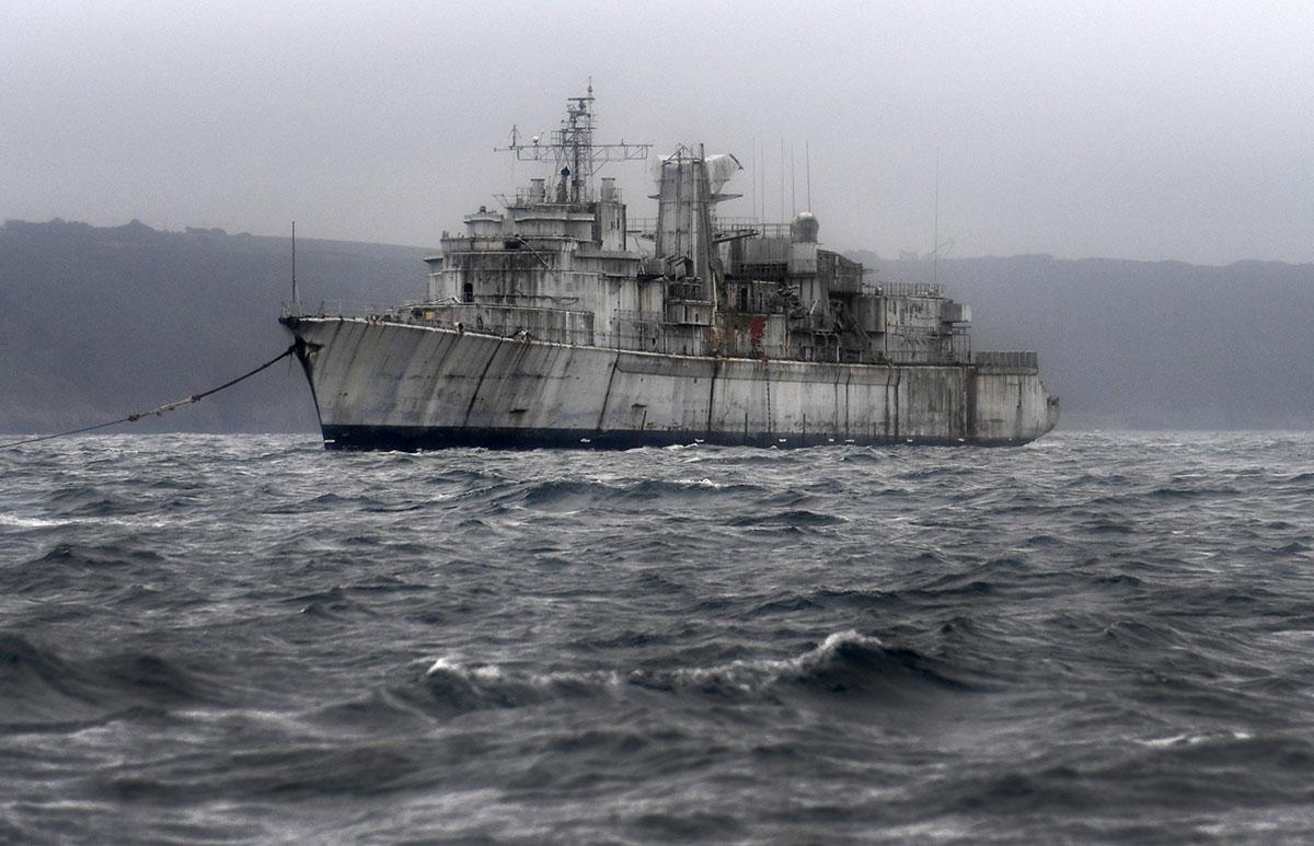Au fil des démantèlements, les navires de guerre quittent le cimetière marin de Landévennec