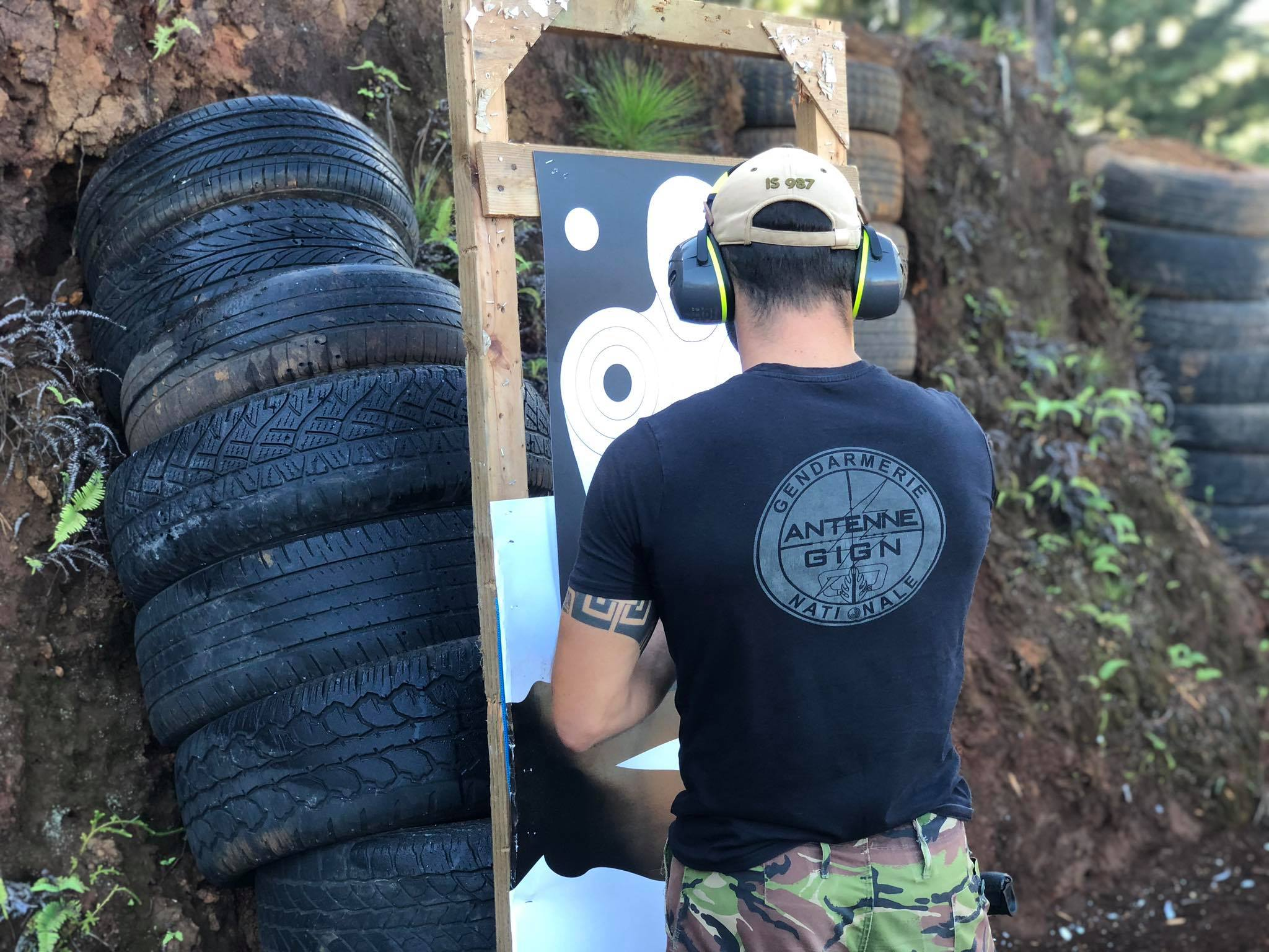 L'une des notions maîtresses qui règne sur ce type d'entraînement est la confiance. Ultra qualifiés dans leur domaine, les membres de l'AGIGN sont vigilants quant aux notions de sécurité qui entourent notamment les entraînements au tir au cours desquels ils manient des armes létales.