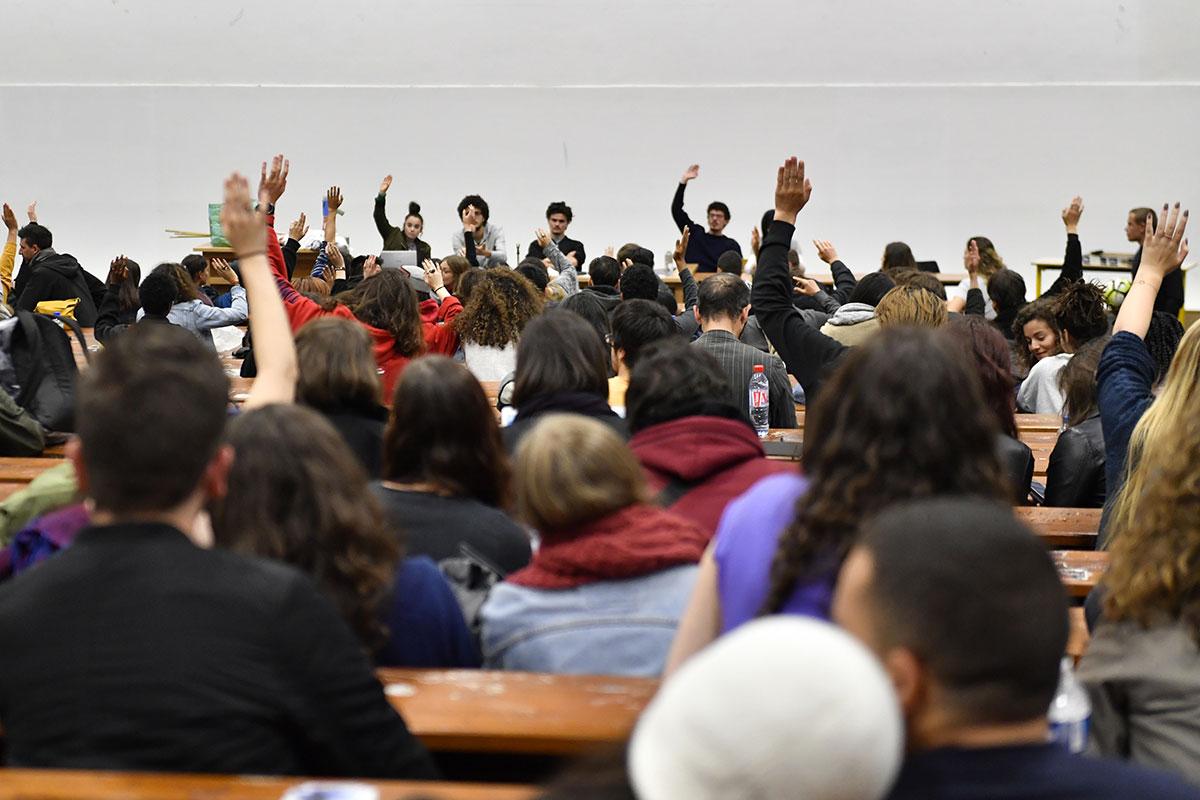 Université: 10.000 places supplémentaires à la rentrée, annonce Vidal