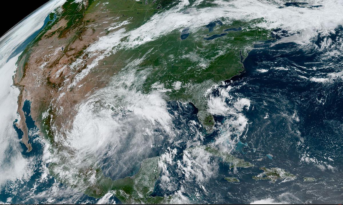 Hanna, rétrogradé en tempête tropicale, passe sur le Texas en pleine pandémie