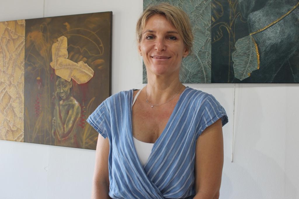 """Stéphanie M. appose ses """"empreintes"""" à la Maison de la culture"""