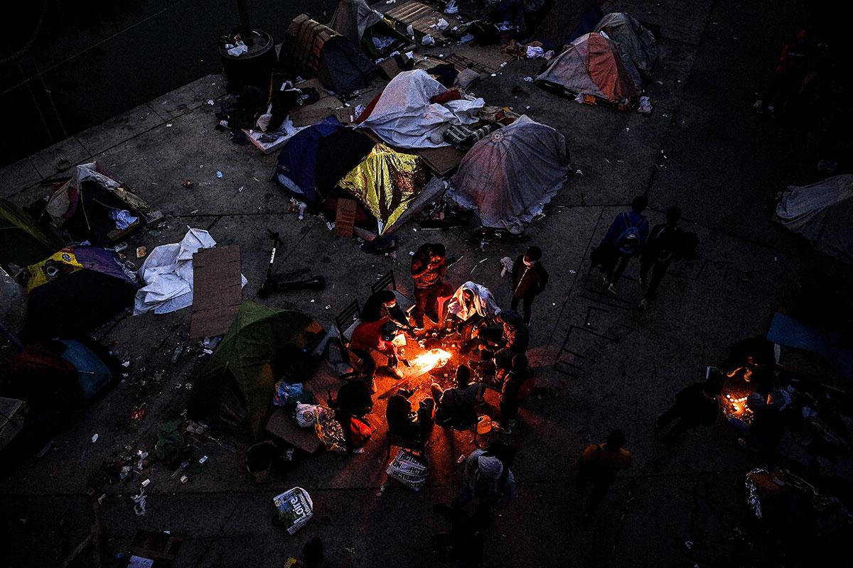 A Aubervilliers, la police évacue un vaste campement de migrants
