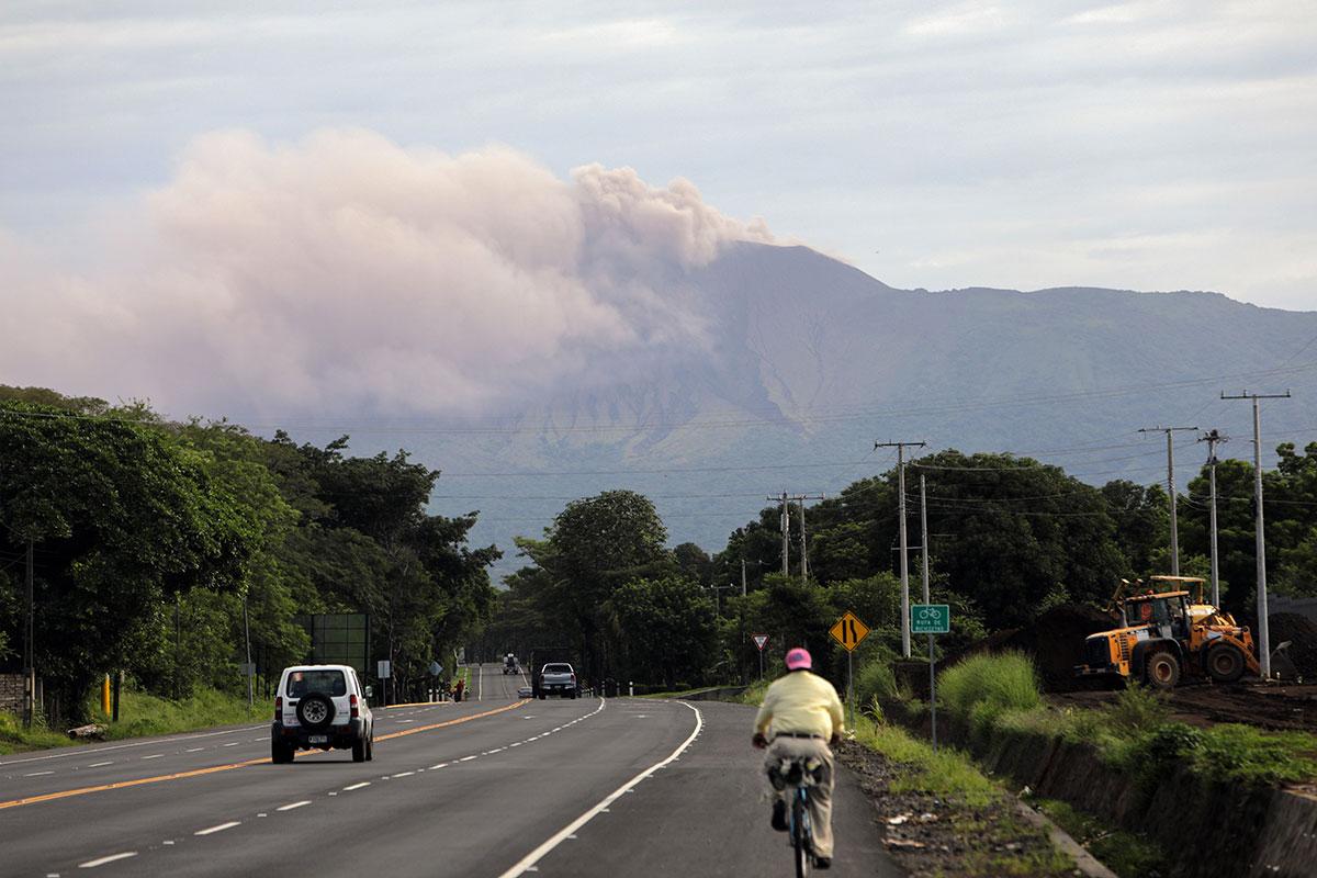 Nicaragua : le volcan Telica en éruption