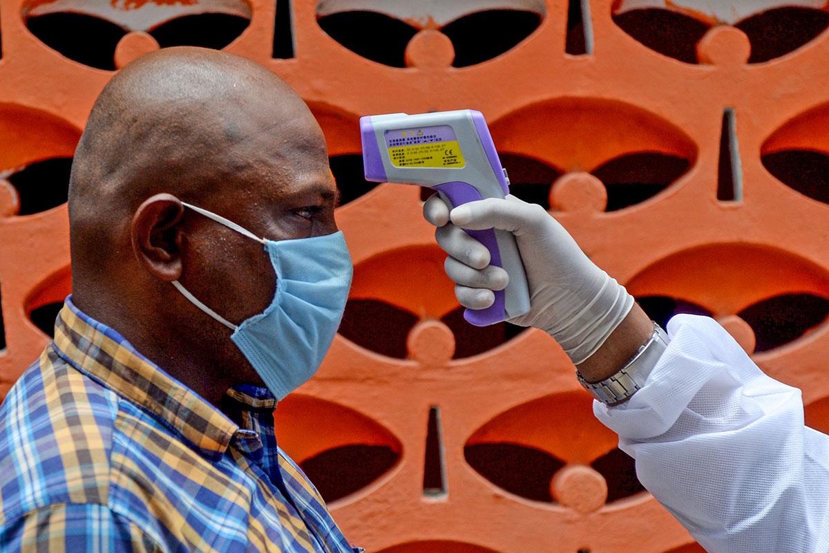 Coronavirus: 17 millions de cas, l'économie frappée de plein fouet