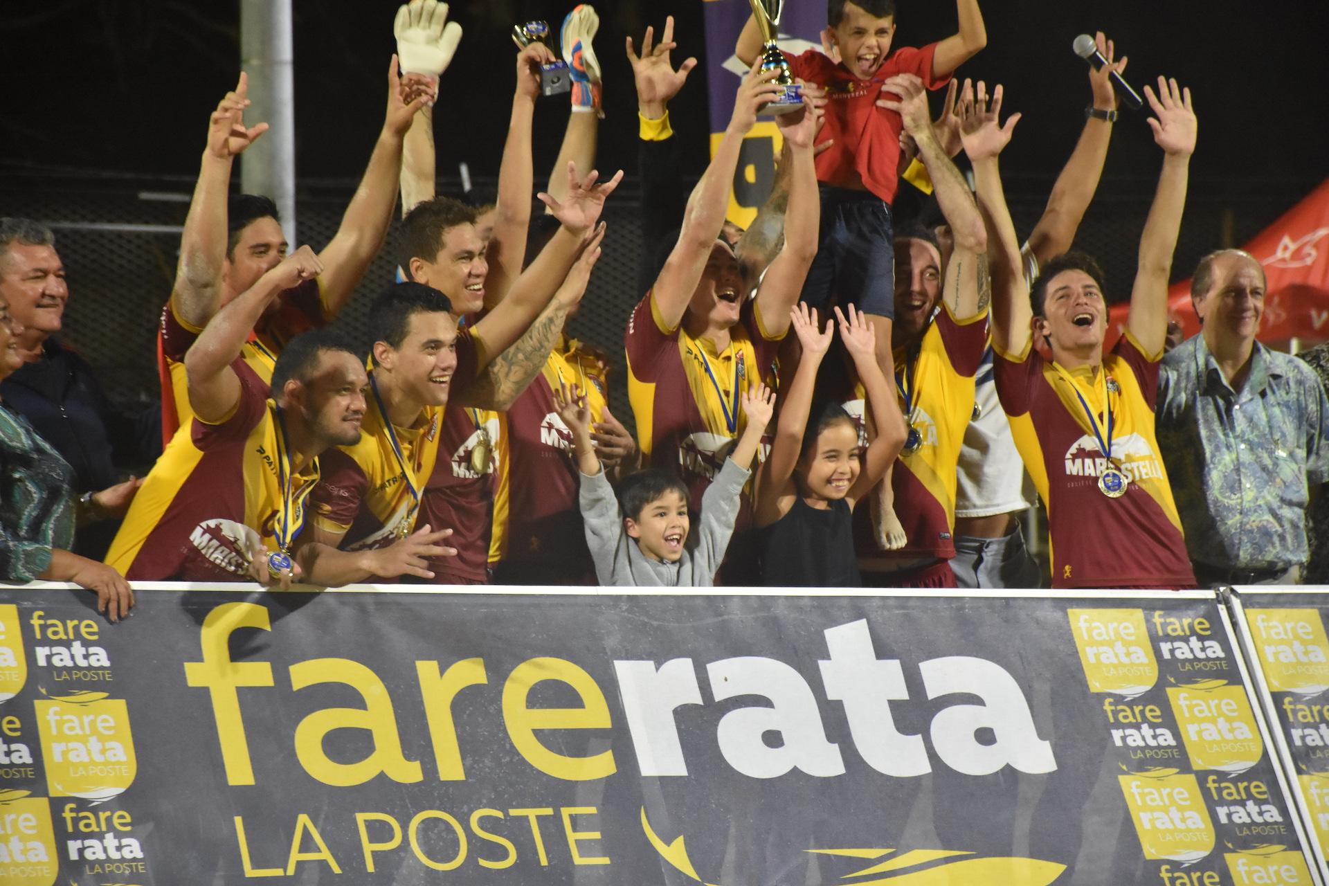 Le capitaine Raimana Li Fung Kuee et son équipe des Tiki Tama ont de nouveau soulevé le trophée de champion du Beach Soccer Tour.