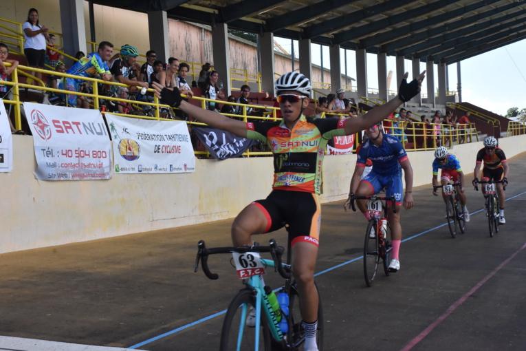 Kahiri Endeler lors de sa victoire le 5 juillet dernier à la Cyclo Malmezac au vélodrome de Fautaua.