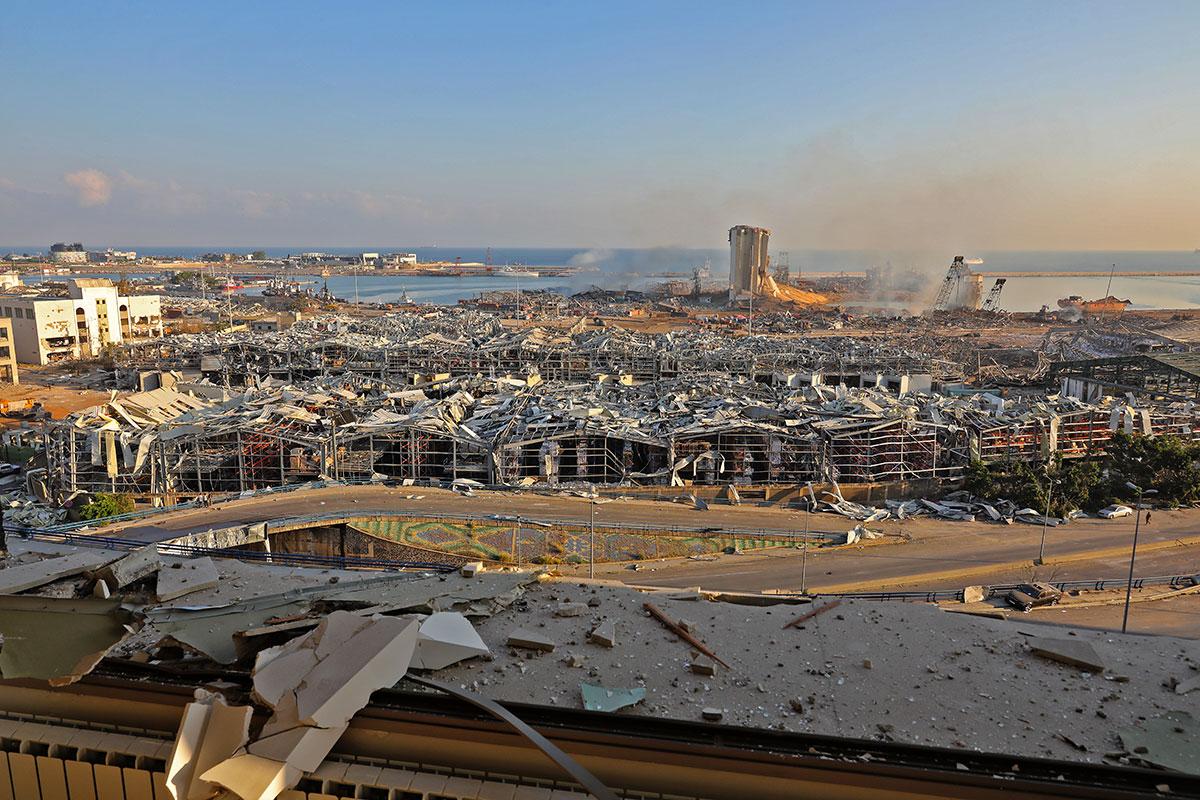"""Explosions """"apocalyptiques"""" à Beyrouth: au moins 100 morts et près de 300.000 sans-abri"""