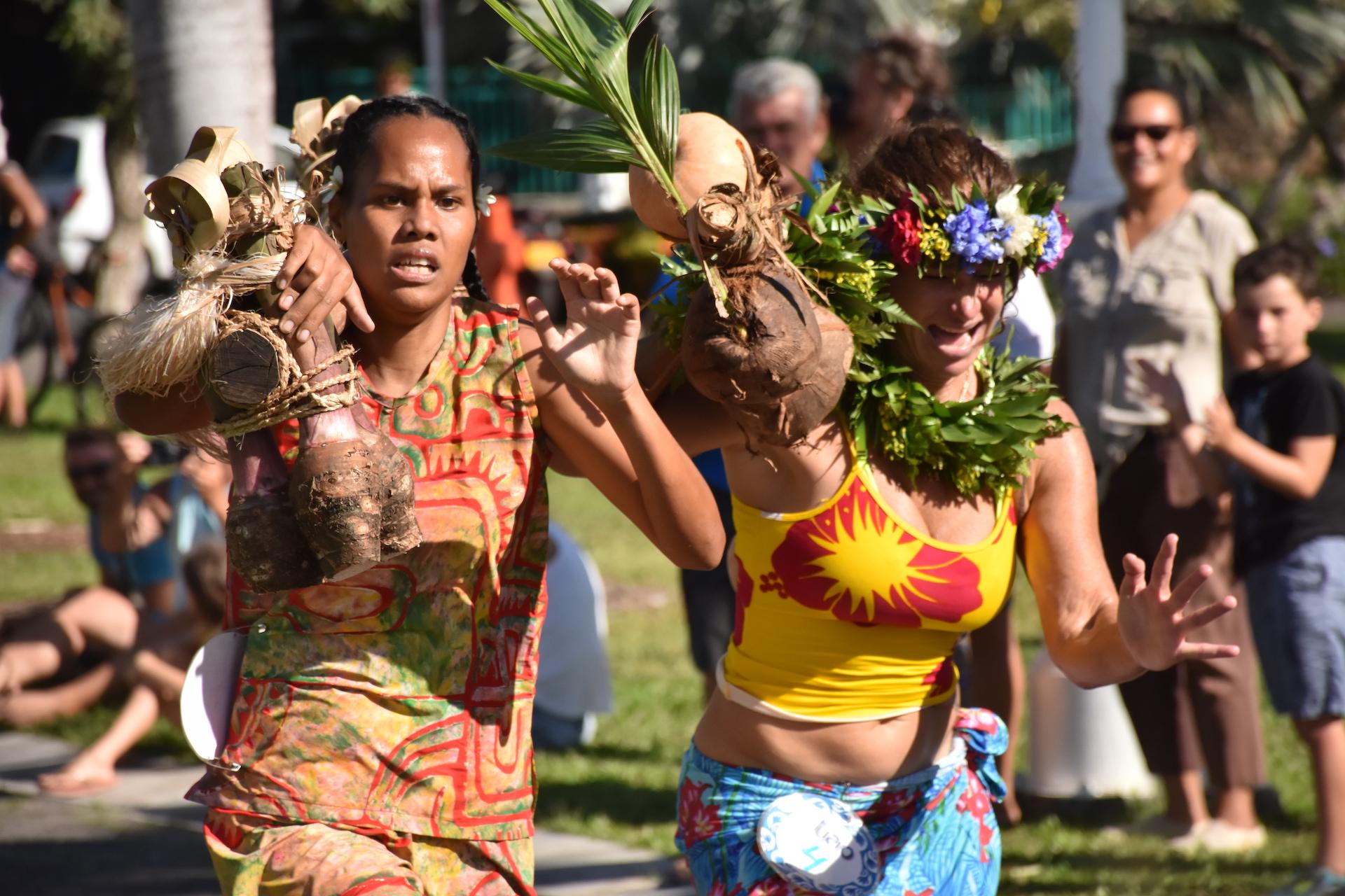 Teatarii Maraetefau (à gauche) victorieuse chez les dames.
