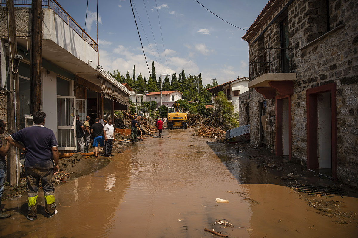 Inondations en Grèce : le bilan s'alourdit, sept morts en Eubée