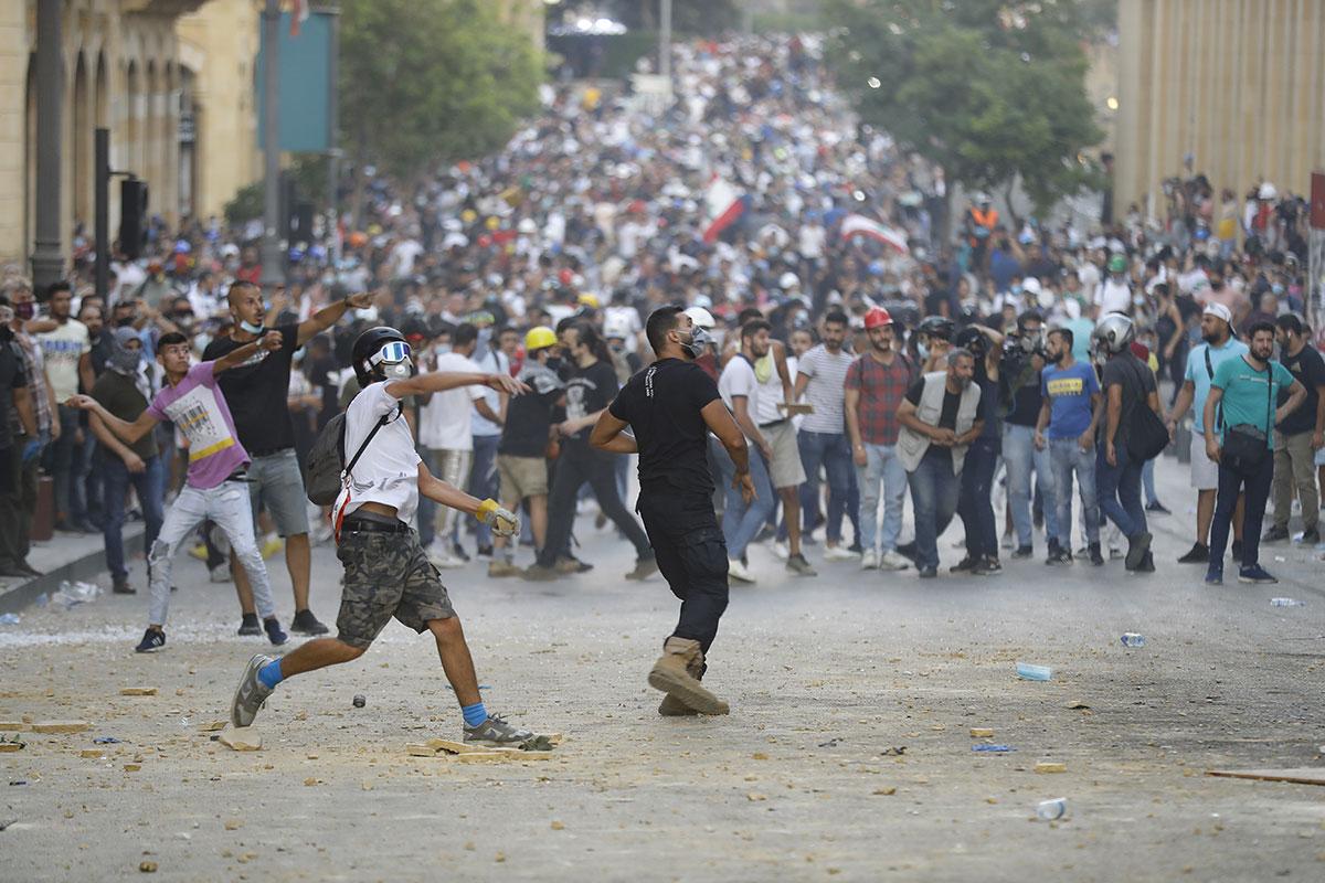 Liban: le gouvernement vacille avec des démissions en série après l'explosion