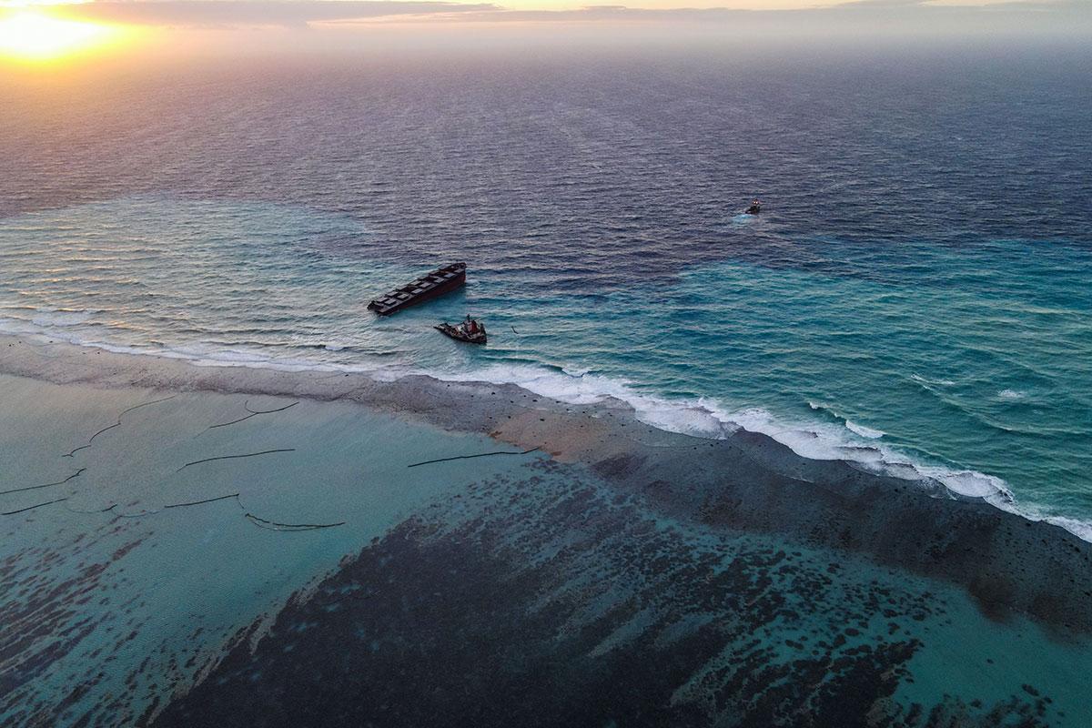 Navire échoué à Maurice: Lecornu craint des boulettes d'hydrocarbures à La Réunion