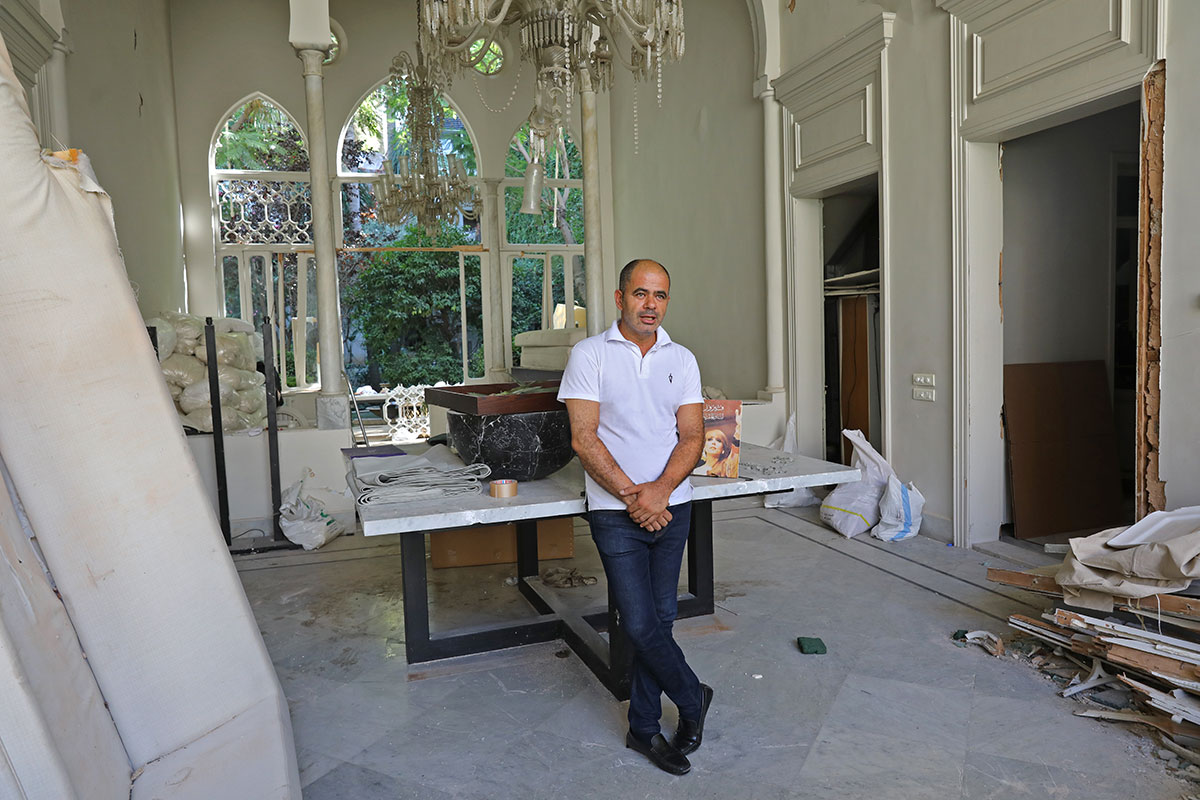 Le célèbre couturier Elie Saab retrouve sa maison en ruines à Beyrouth