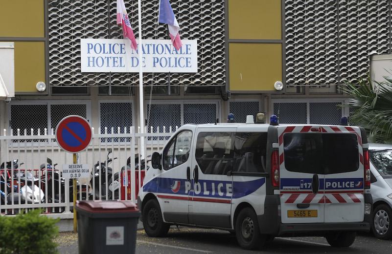 Affaire des procurations : Cinq policiers suspendus