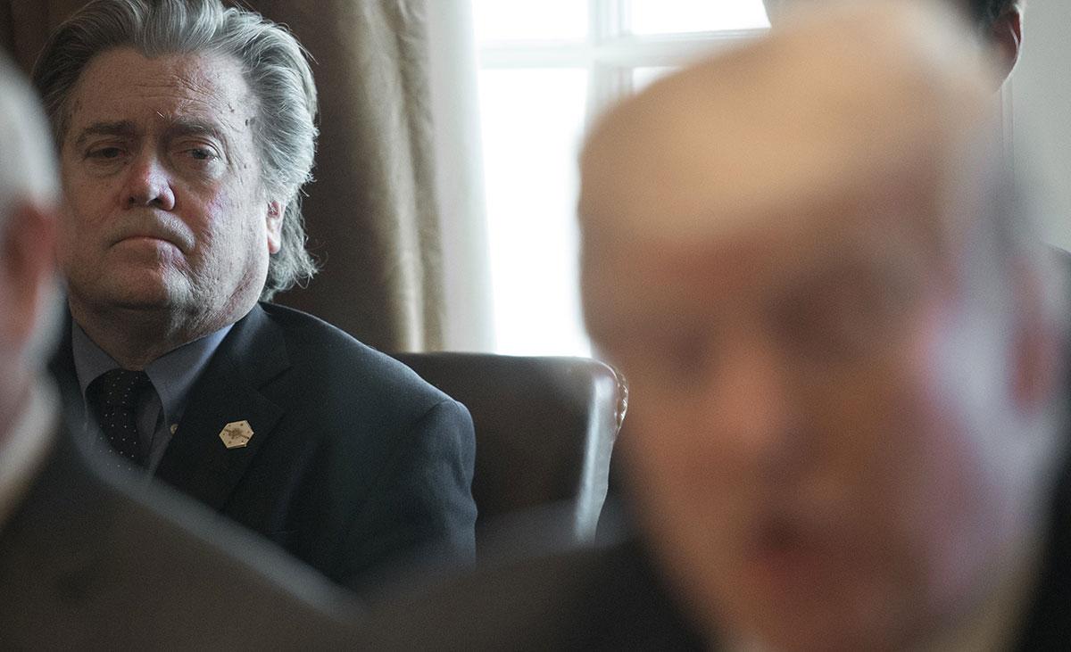 Steve Bannon, ex-conseiller de Trump, inculpé de détournement de fonds destinés au mur avec le Mexique