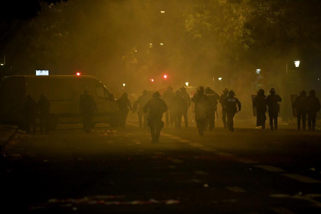 Incidents à Paris après la défaite du PSG: plus de 150 personnes en garde à vue, critiques à droite