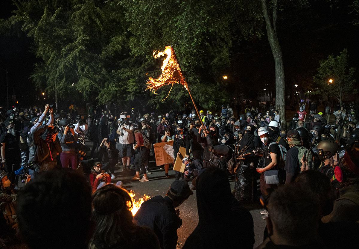 Etats-Unis: un mort à Portland pendant une soirée de heurts entre manifestants antiracistes et pro-Trump