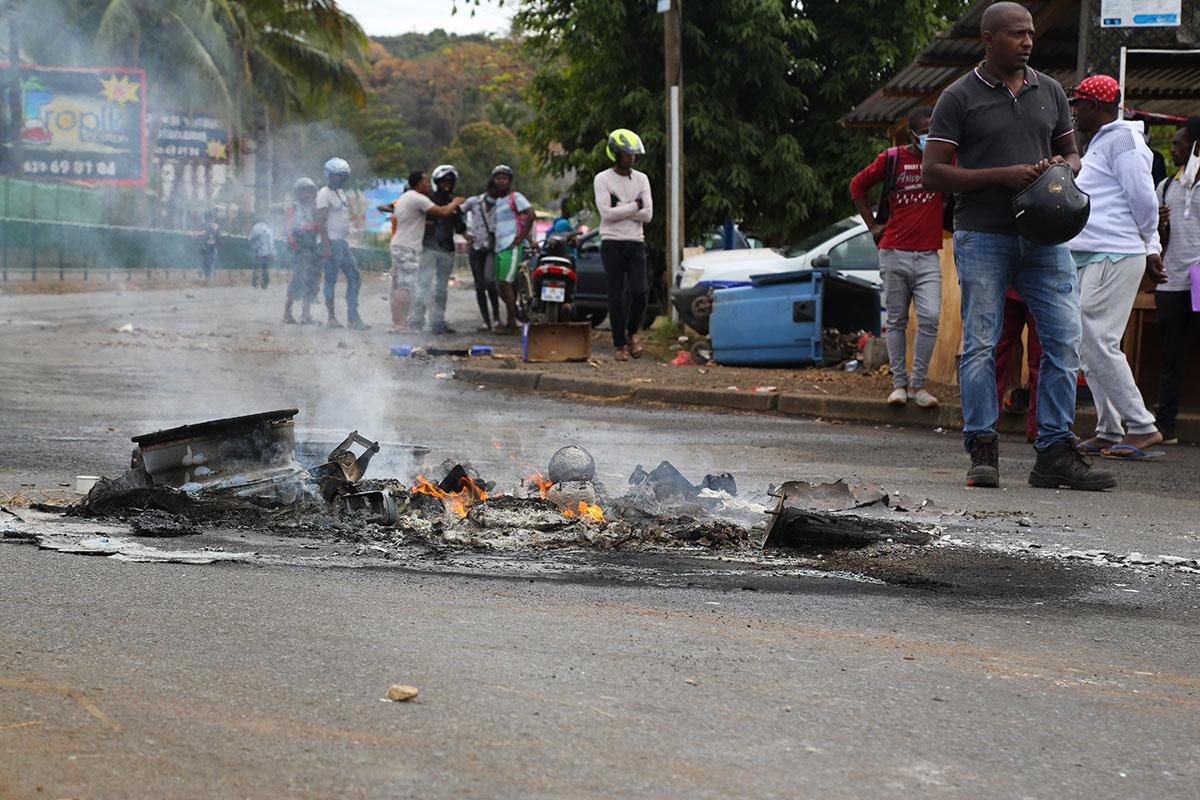 Grève des transports scolaires à Mayotte : la protestation des élèves vire à la guérilla urbaine