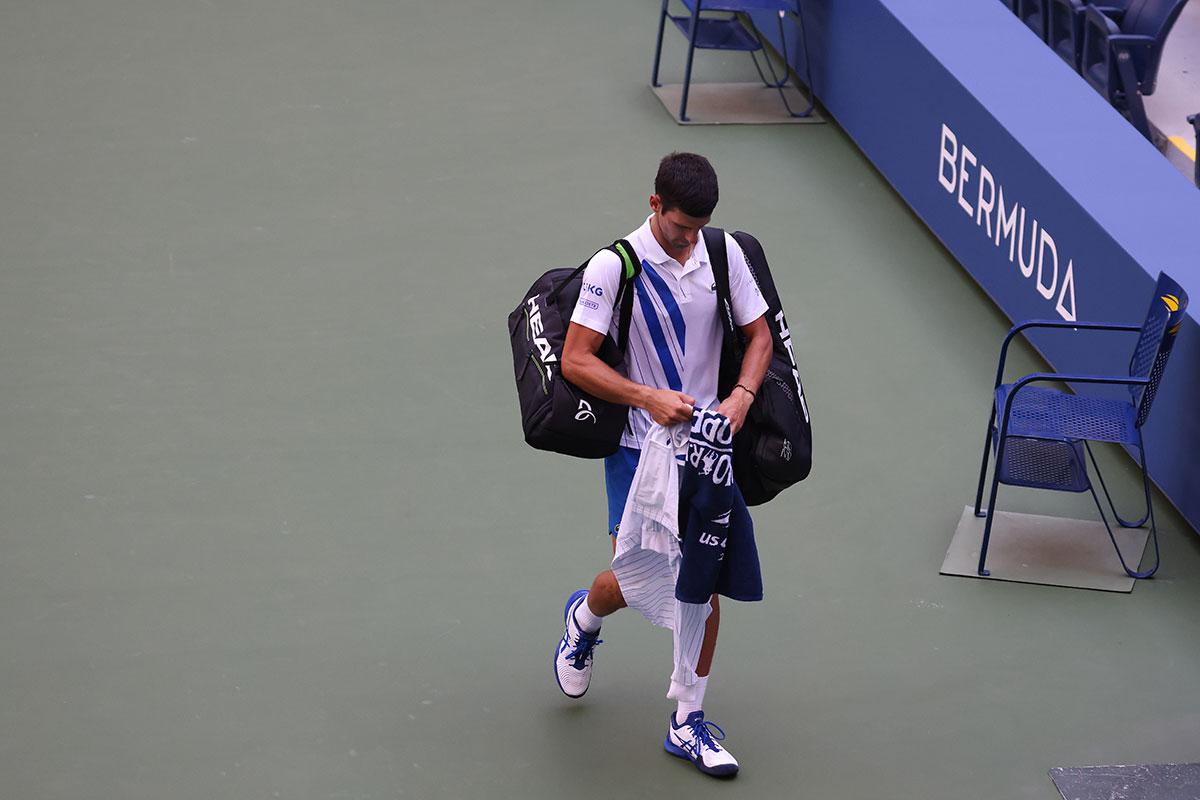 US Open: Novak Djokovic disqualifié pour avoir envoyé une balle sur une juge de ligne