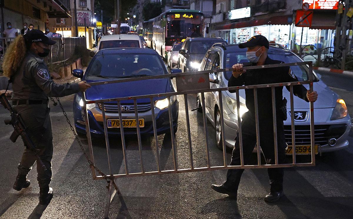 Virus: Israël devient le 1er pays durement touché à réimposer le confinement