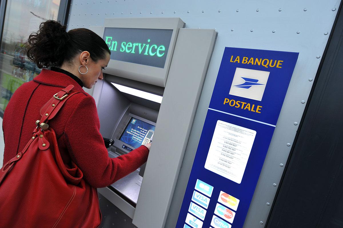 L'économie française devrait chuter moins lourdement cette année et rebondir plus vite