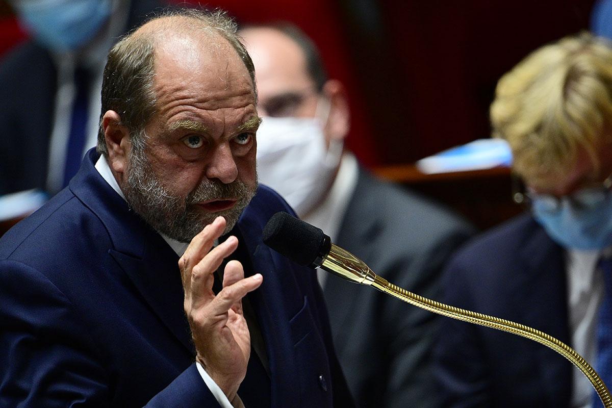 """Enquête sur la """"taupe"""" de Sarkozy: des magistrats du PNF dans le viseur de Dupond-Moretti"""