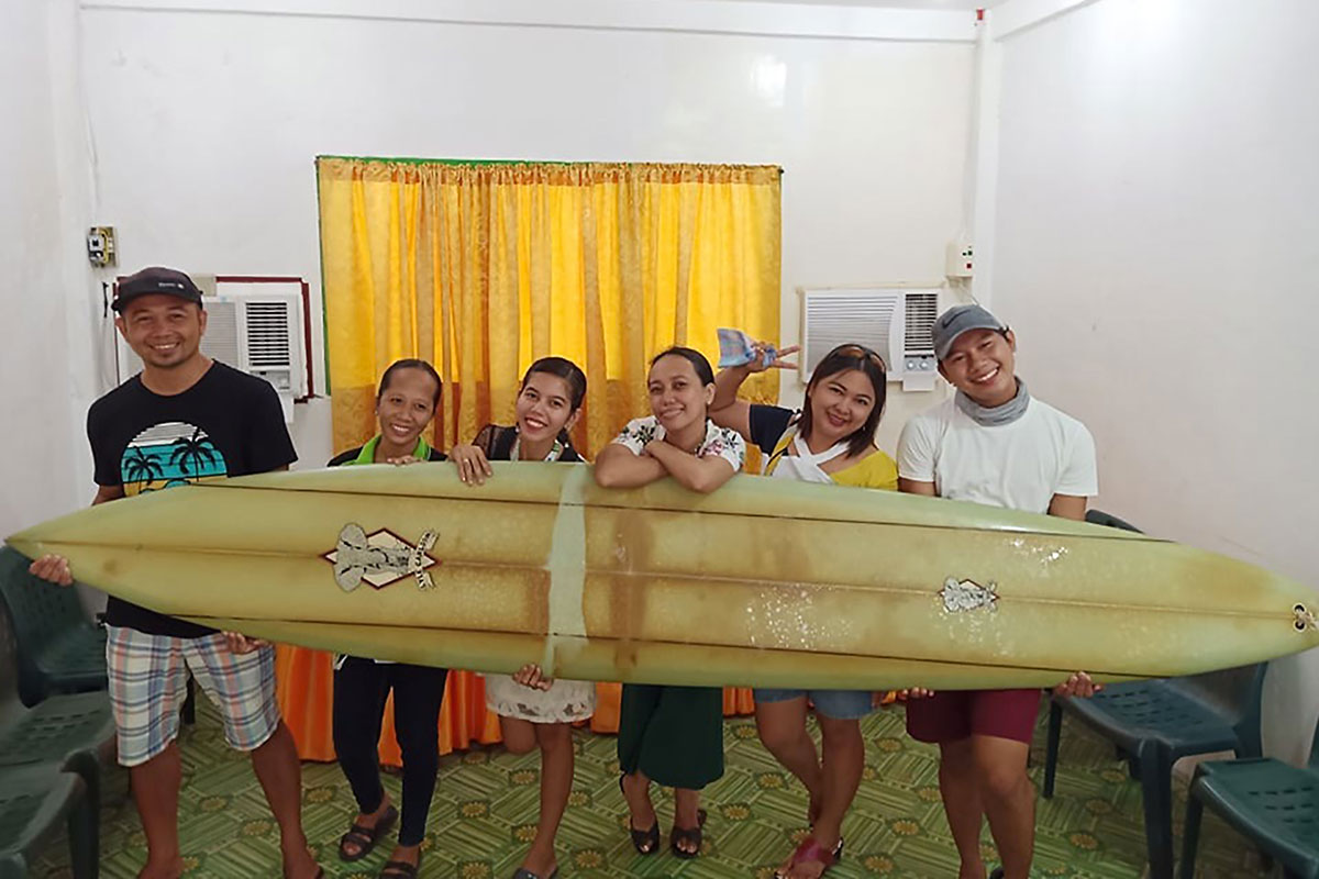 Perdue en mer, une planche de surf dérive de Hawaï jusqu'aux Philippines