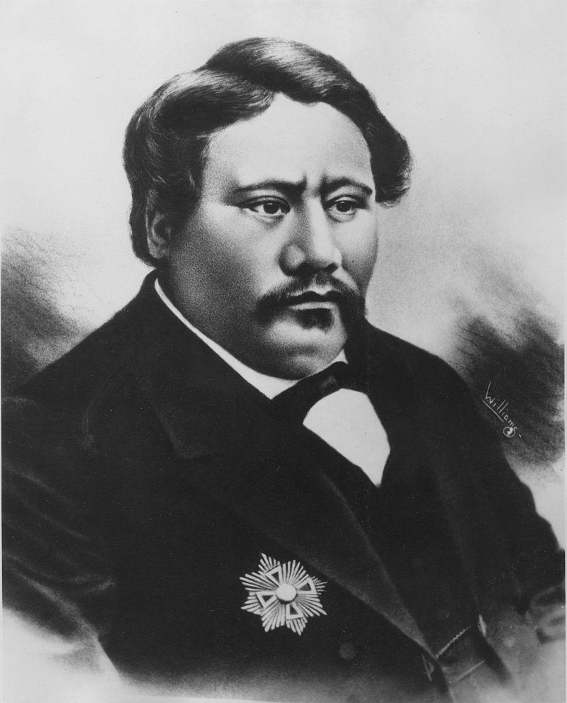 Le roi Kamehameha V accepta de vendre l'île au clan Sinclair à condition que toutes les précautions soient  prises pour préserver les conditions de vie des Hawaiiens vivant sur place, 350 personnes environ à l'époque.