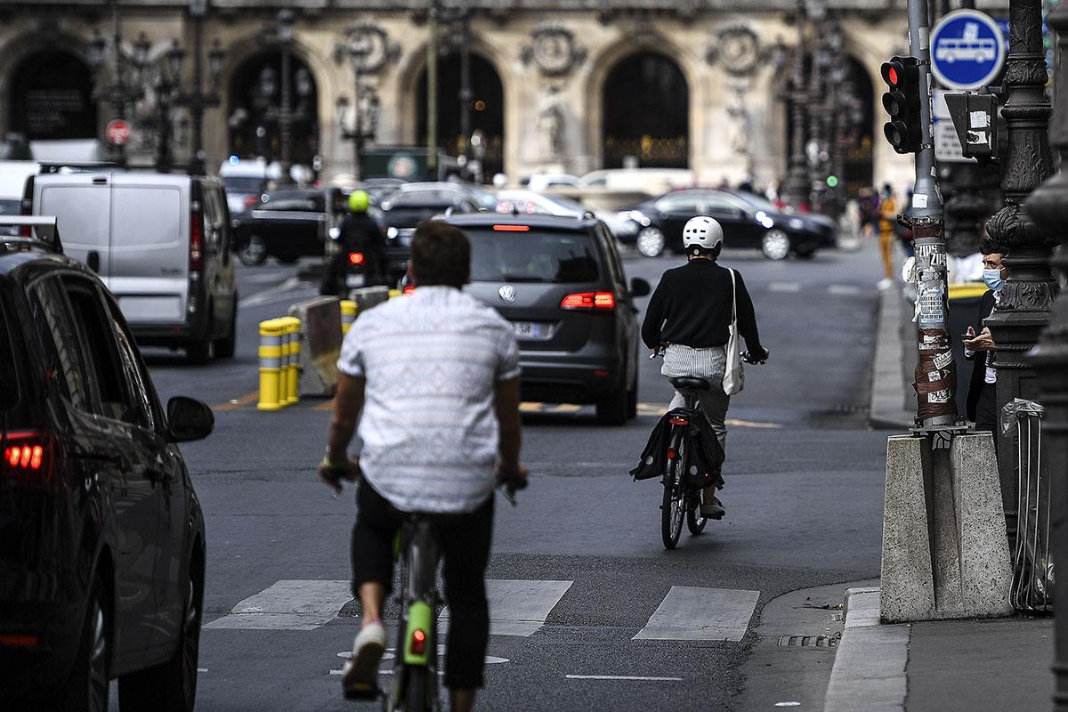 Sur la route, l'explosion de la pratique du vélo fait des vagues