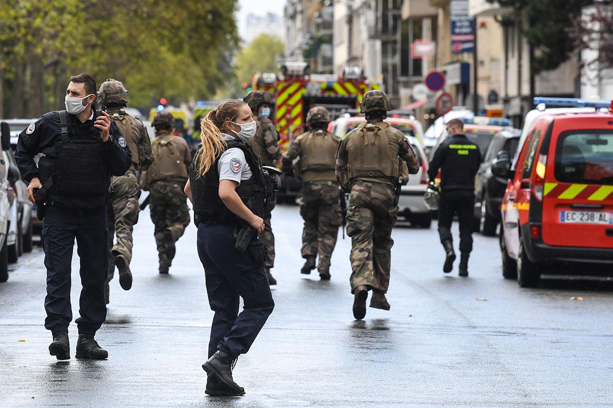 Attaque au hachoir à Paris: six gardes à vue en cours, une vidéo à l'étude