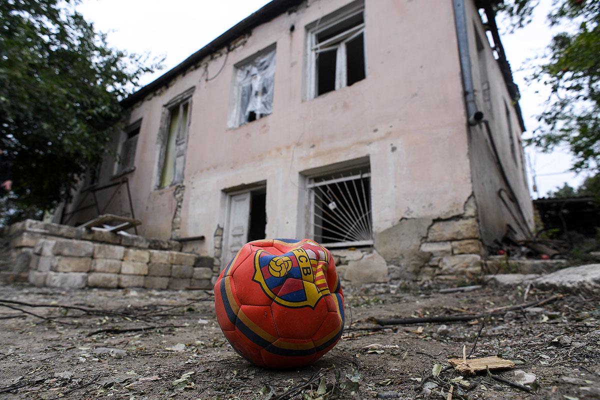 Violents combats au Karabakh où Macron dénonce l'envoi de jihadistes