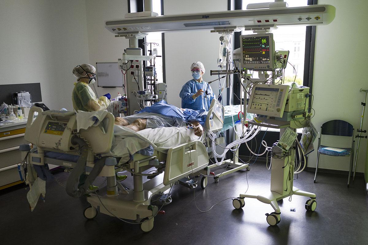 Covid-19: les hôpitaux toujours confrontés au manque de lits et d'effectifs