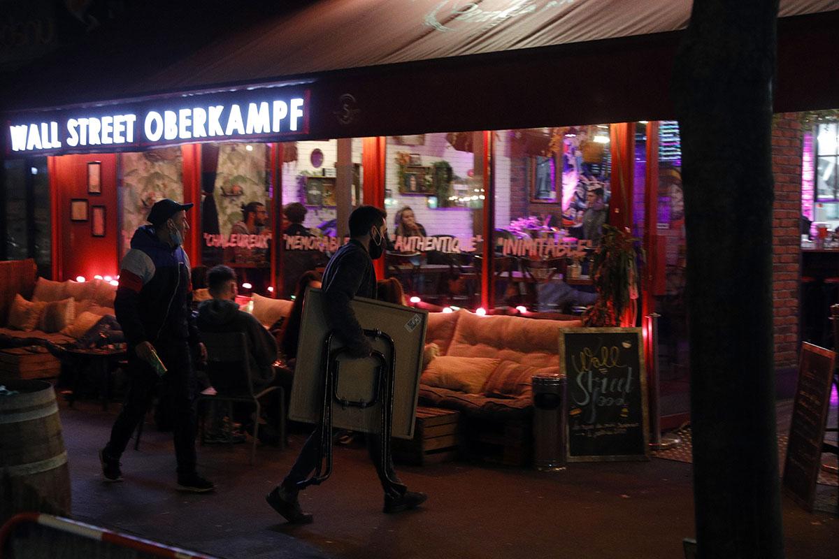 Covid: placé en alerte maximale, Paris ferme ses bars et annonce de nouvelles restrictions