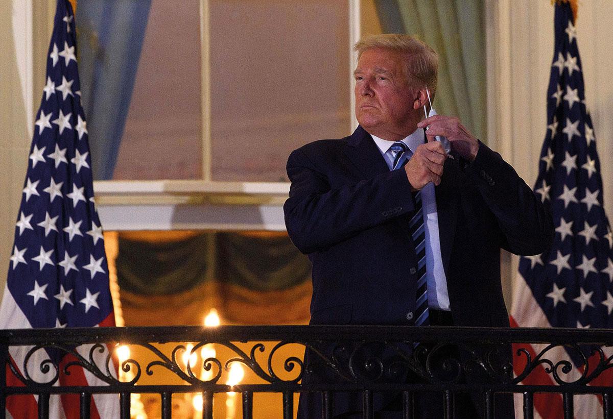 """De retour à la Maison Blanche, Trump retire son masque et appelle les Américains à """"sortir"""""""
