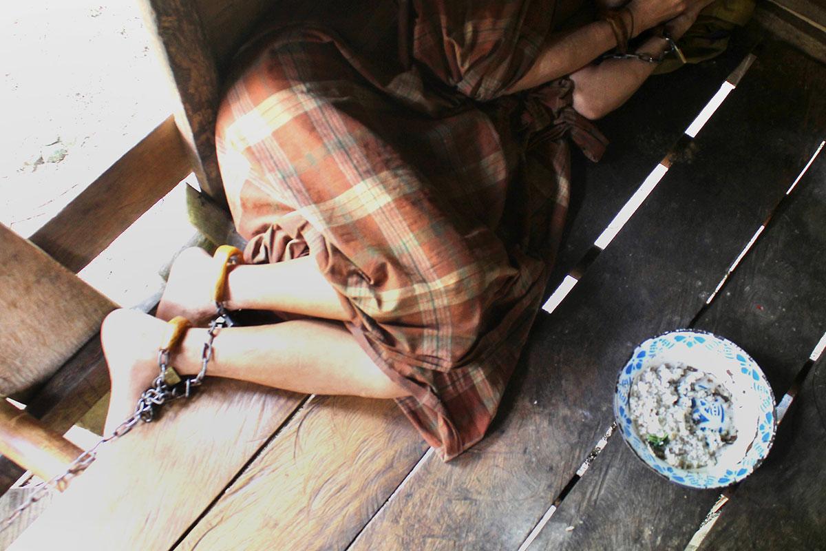 Des Indonésiens souffrant de troubles mentaux enchaînés pendant la pandémie