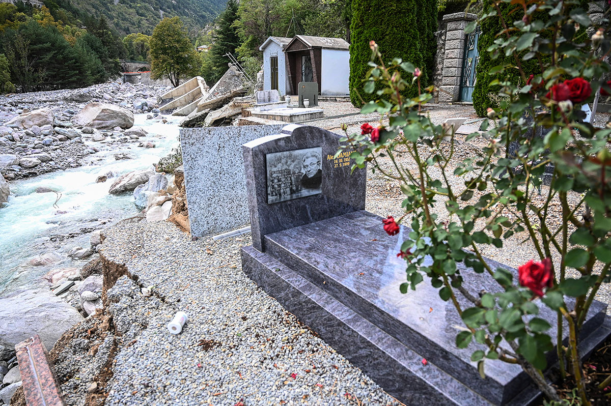 Alpes-Maritimes: 150 corps du cimetière de Tende emportés par les crues