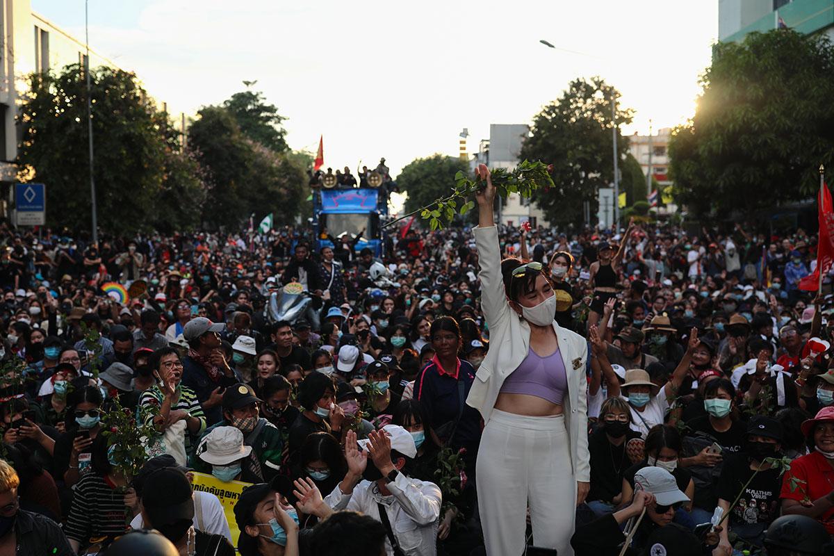 Démonstrations de force rivales de manifestants pro-démocratie et pro-royalistes à Bangkok