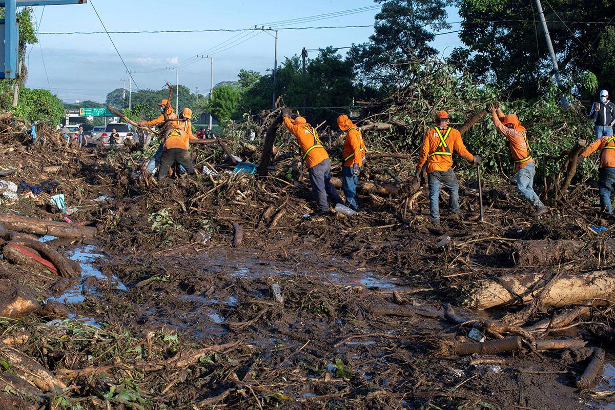 Salvador: au moins six morts et 35 disparus dans une coulée de boue