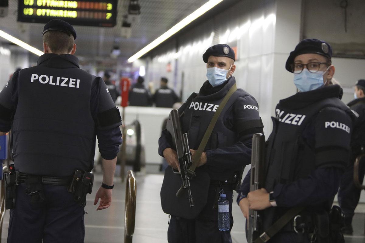 Chasse à l'homme à Vienne après un attentat qui a fait quatre morts