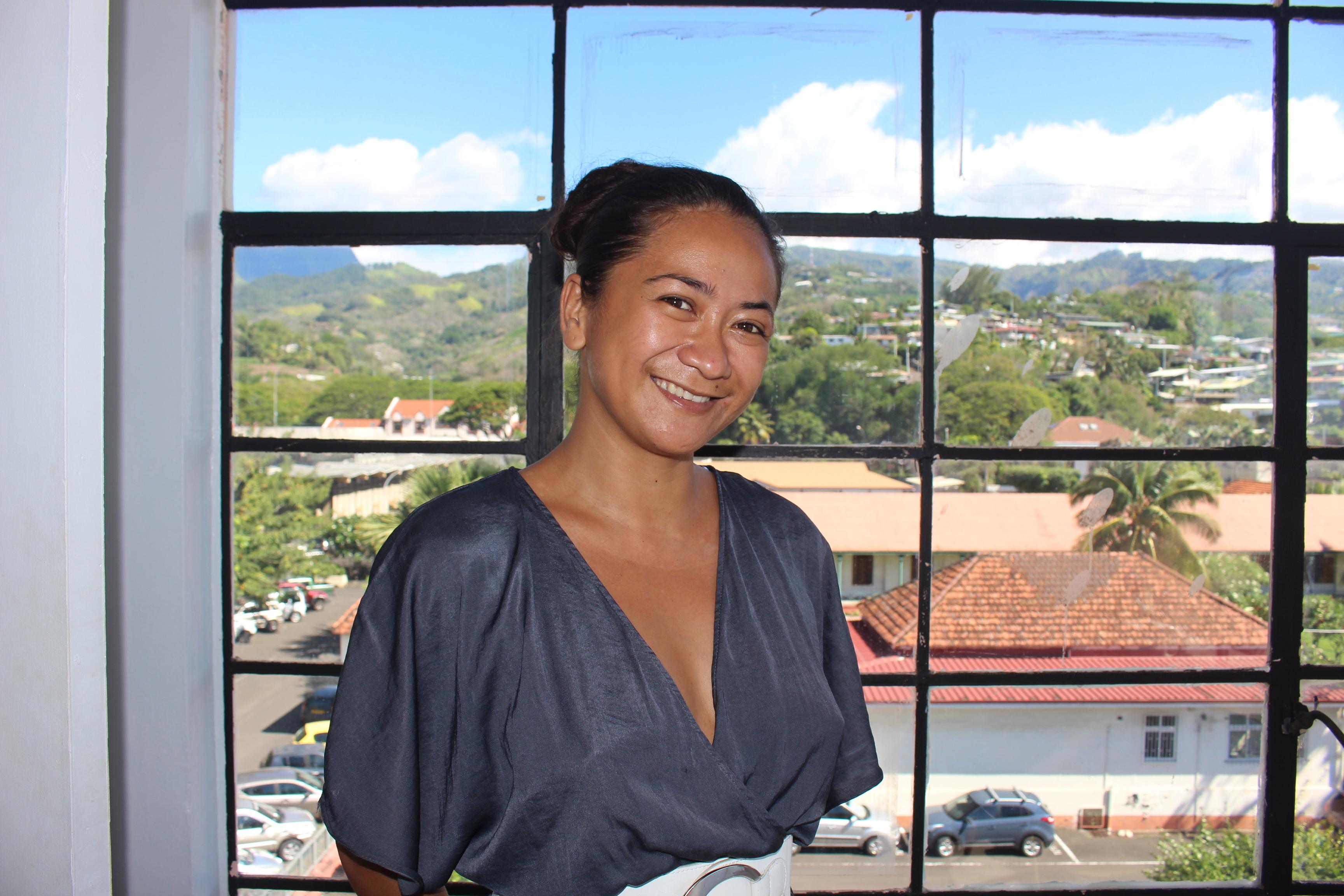 Hinatea Teriitaumihau est secrétaire de Agir contre le sida. Elle participe au lancement du Patchwork des noms.