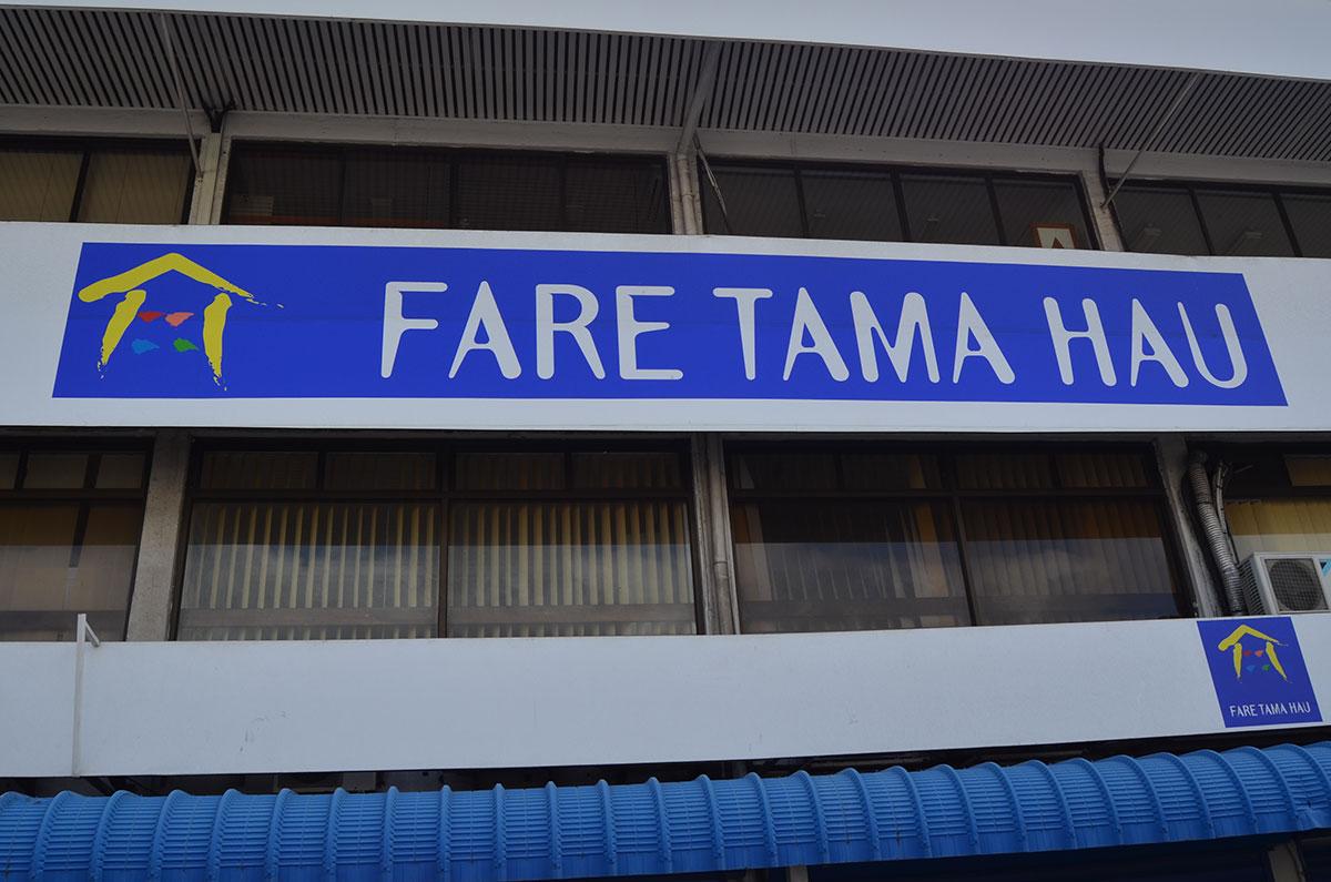 La prévenue, maman de trois enfants en bas-âge, avait frappé lundi une assistante sociale, lors d'un entretien médiatisé organisé au Fare Tama Hau.