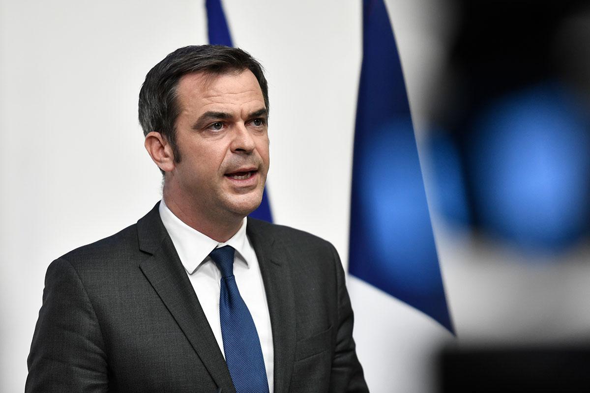 Covid-19: le bilan s'alourdit en France, en attendant les effets du confinement